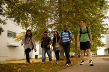 Students walking to class at Tennessee's community colleges